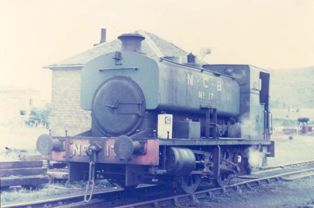 0-4-0ST National Coal Board Area 3 No.17 locomotive picture